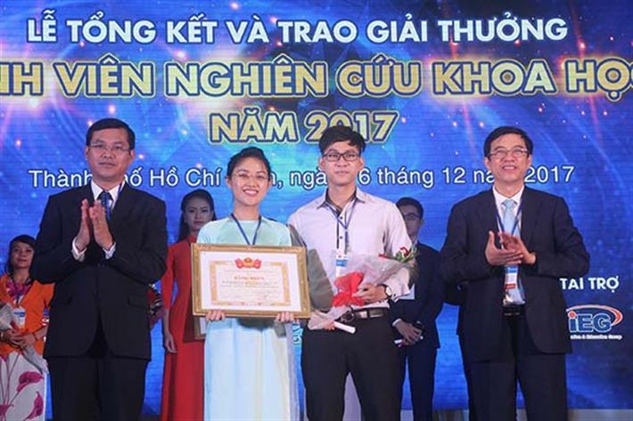 """Lễ trao giải thưởng """"Sinh viên nghiên cứu khoa học"""" năm 2017"""