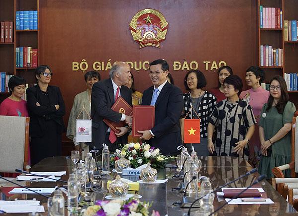 Ký thỏa thuận hợp tác giữa Việt Nam và Tổ chức Đại học Pháp ngữ
