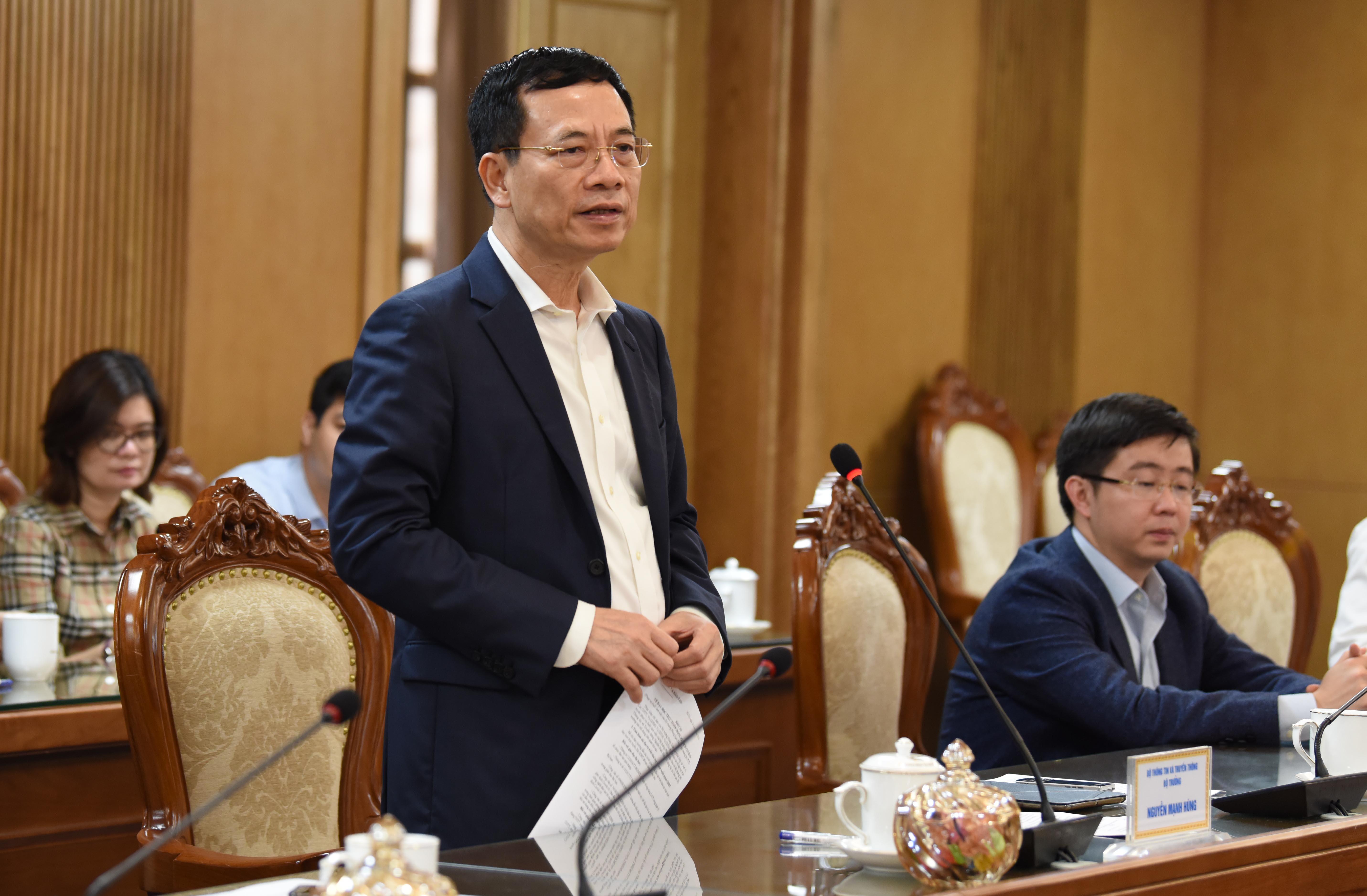 Bộ trưởng Bộ TTTT Nguyễn Mạnh Hùng phát biểu tại cuộc làm việc
