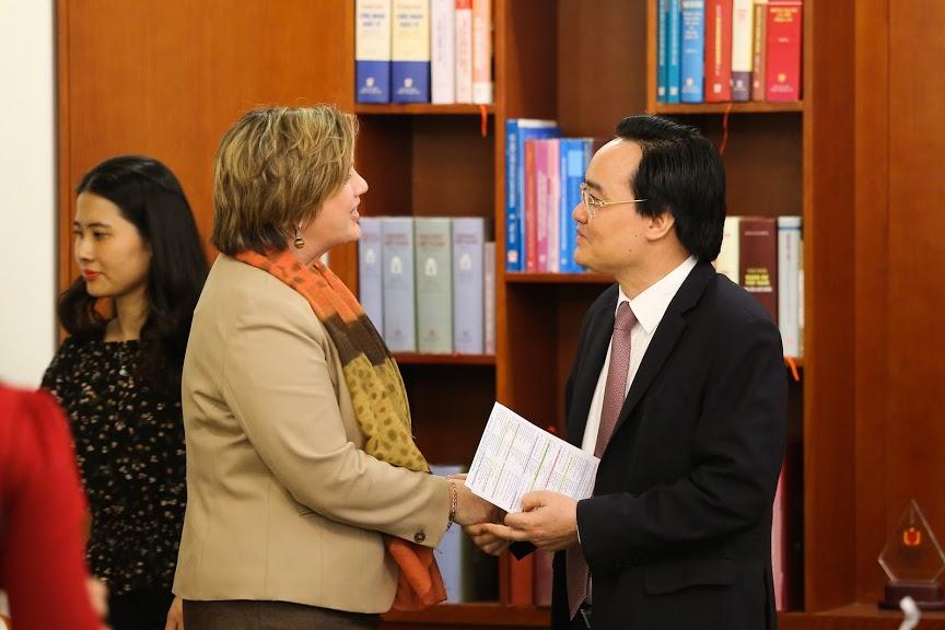 Bộ trưởng Phùng Xuân Nhạ tiếp Trưởng Đại diện UNICEF tại Việt Nam