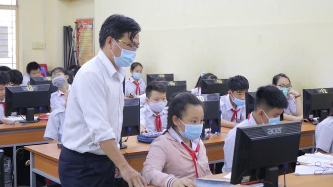 Bộ GDĐT yêu cầu tăng cường phòng, chống dịch COVID-19 trong trường học