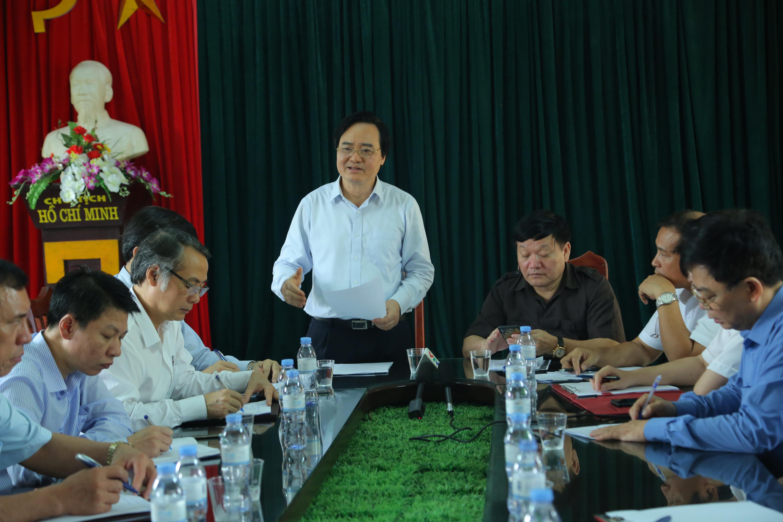 Bộ trưởng Phùng Xuân Nhạ làm việc với tỉnh Hưng Yên về vụ việc một nhóm học sinh đánh bạn