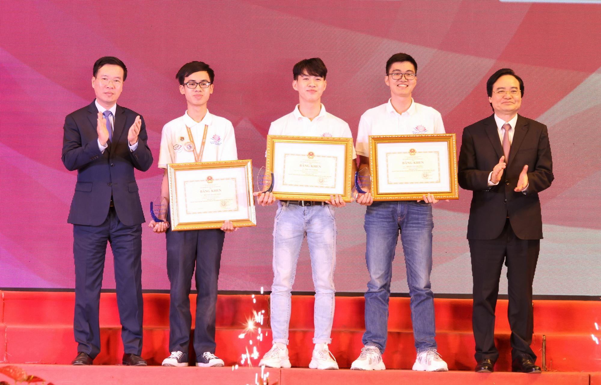 """Trao giải Cuộc thi """"Tuổi trẻ học tập và làm theo tư tưởng, đạo đức, phong cách Hồ Chí Minh"""""""