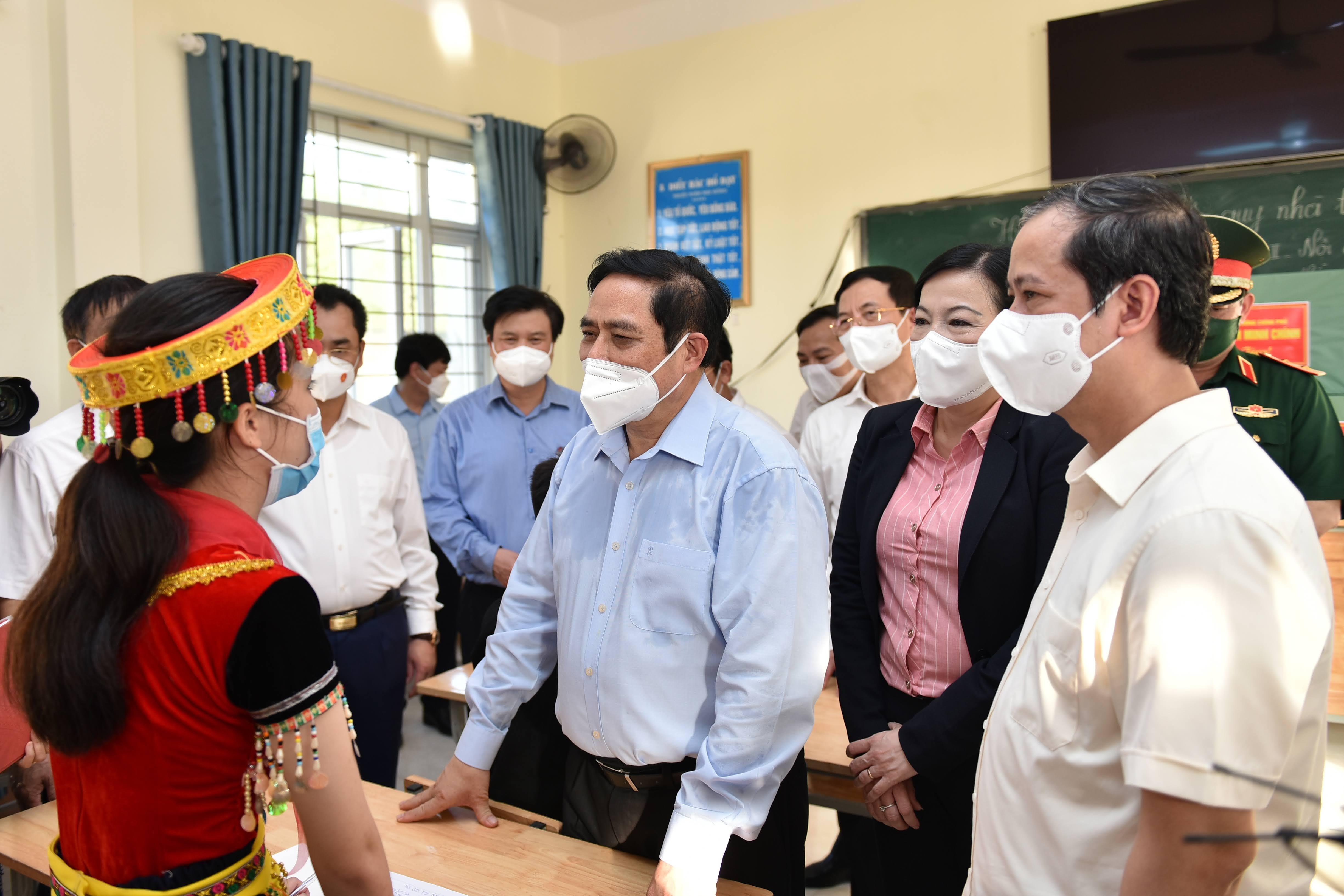 Thủ tướng Phạm Minh Chính thăm, động viên học sinh và giáo viên nhân dịp năm học mới